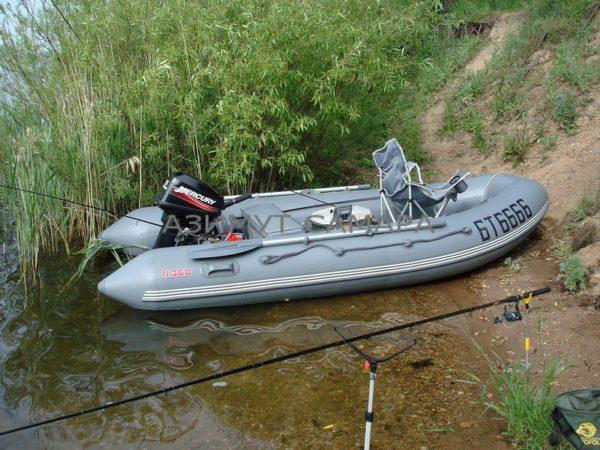 Моторная надувная лодка Мнев Кайман N-360